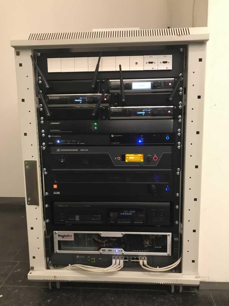 """19"""" rack in digitale gemeenteraadzaal"""