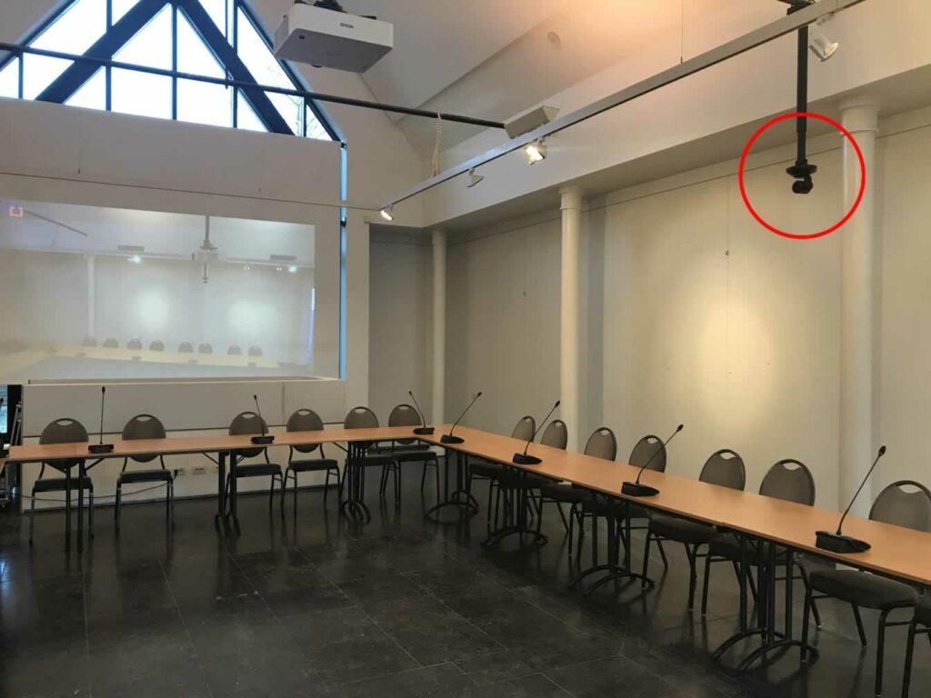 Digitale gemeenteraad met 4K camera's voor videoconferentie in de raadzaal