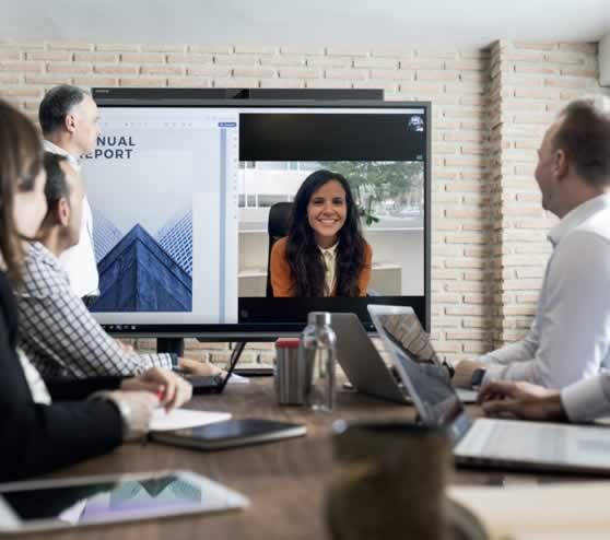Productiever samenwerken in een kleine vergaderruimte of huddle space.