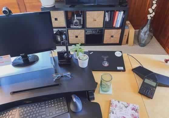 Home office met plug & play USB camera en speakerphone.