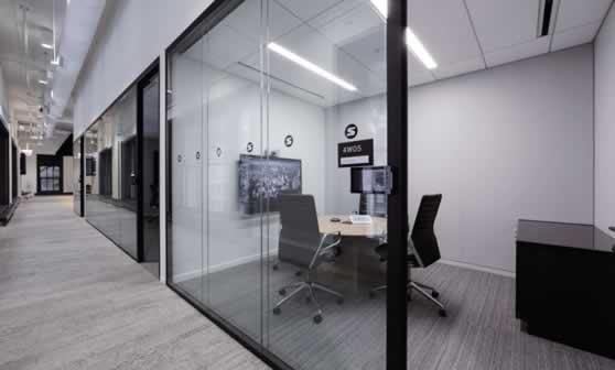 Huddle room bubble met videoconferencing mogelijkheid