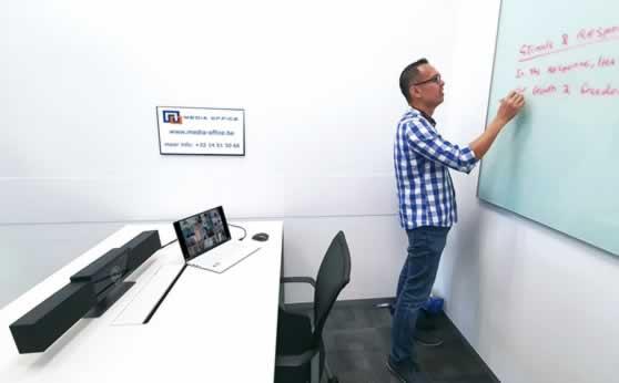 Hybride opleiding met camera-volgsysteem van de lesgever.