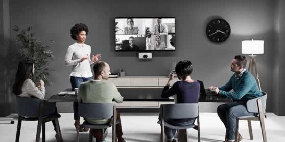 Kleine vergaderruimte met videoconferencing mogelijkheid
