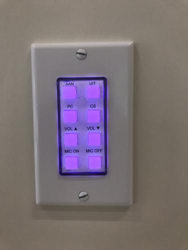 Knoppenpaneel intuïtief bedienen AV-installatie in opsplitsbare vergaderzaal