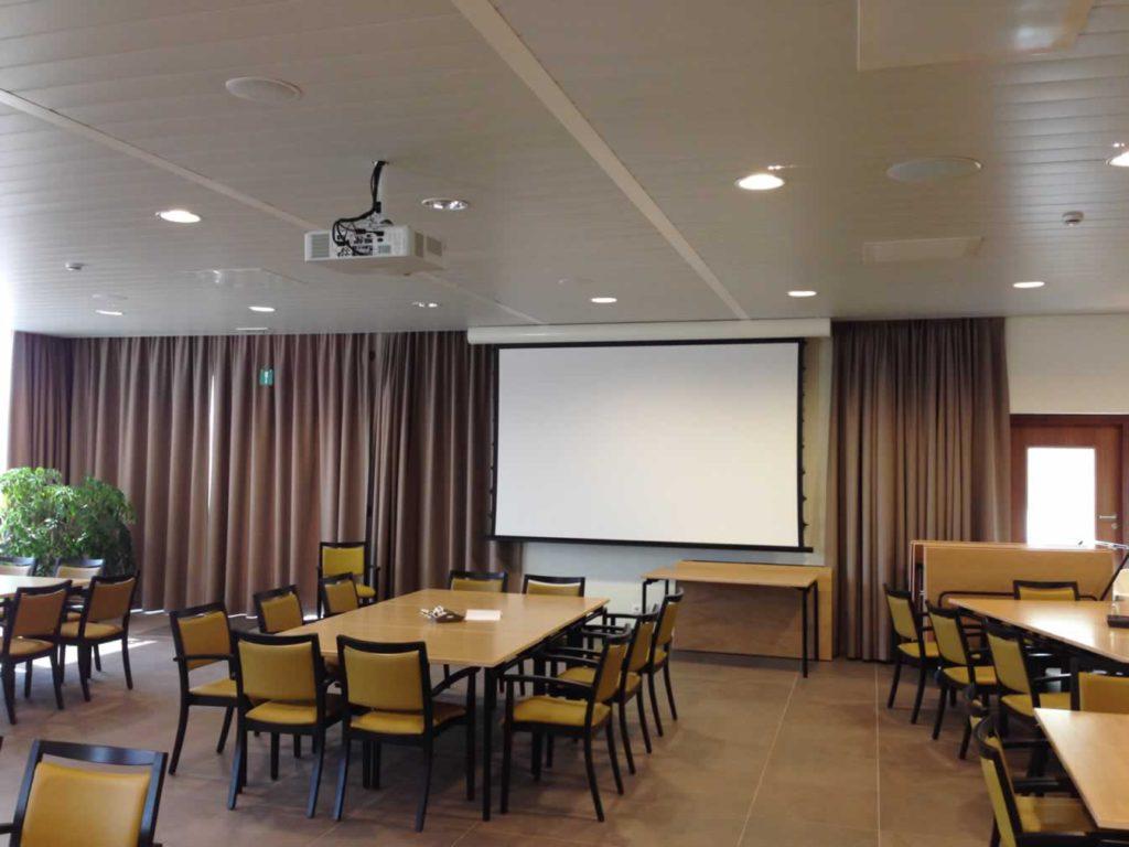 Ontspanningsruimte van WZC met beeld en geluid - audiovisuele installatie