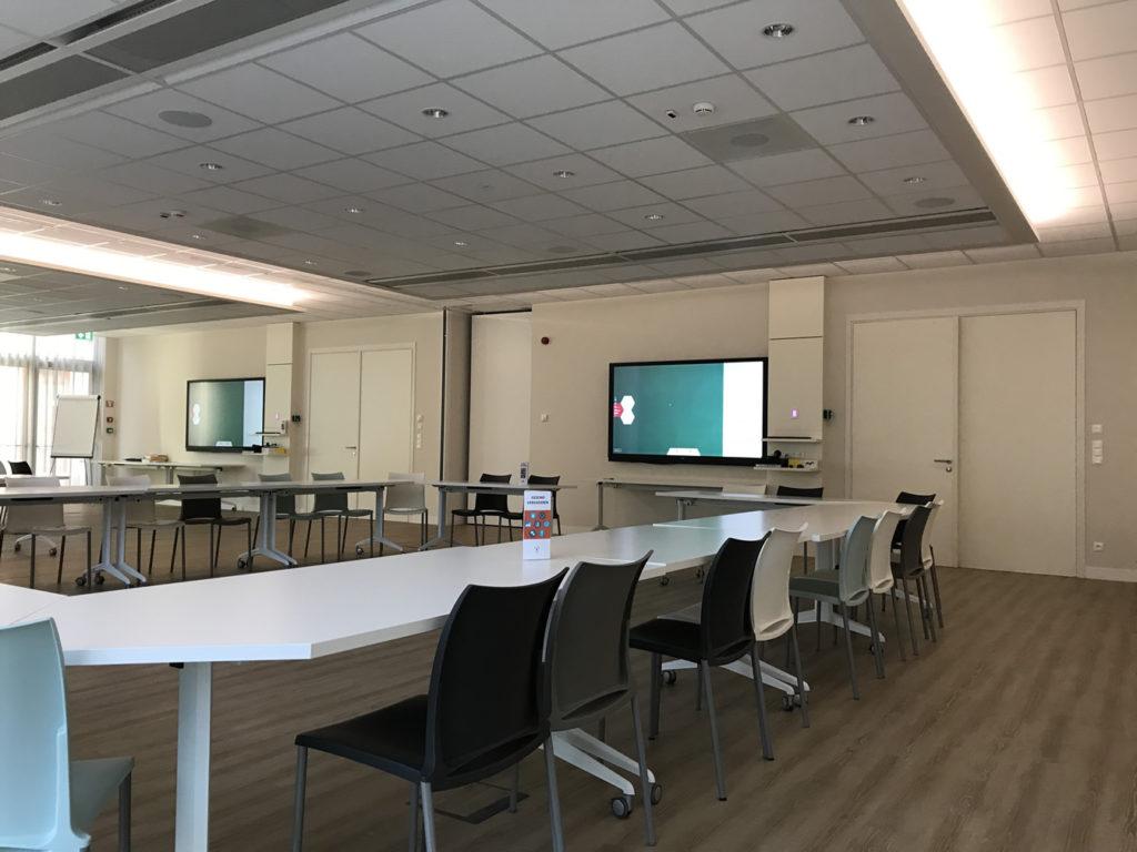 Grote vergaderzaal, opsplitsbaar tot 2 kleinere vergaderzalen