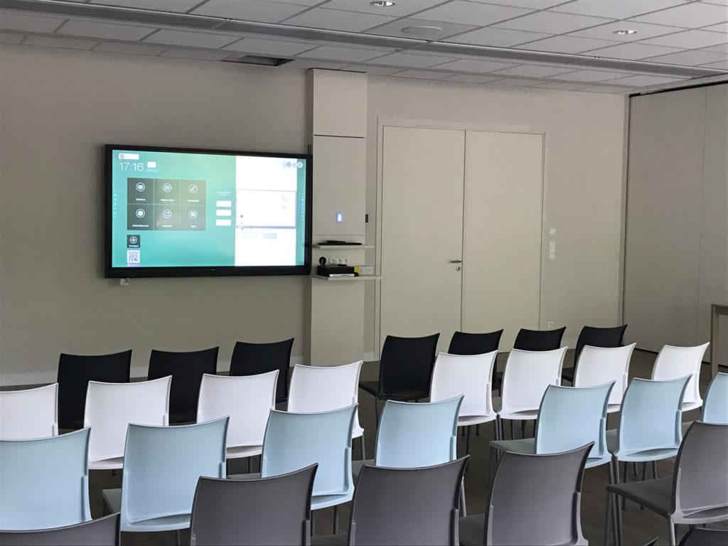 Eén grote vergaderruimte kan opgesplitst worden in 2 kleine ruimtes