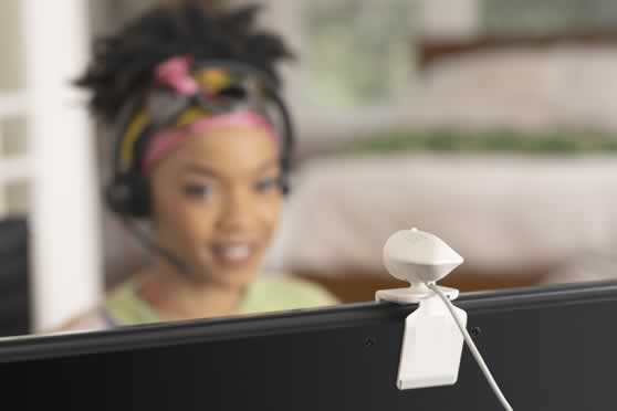 Thuiskantoor met Poly P5 plug & play USB camera en kwalitatieve headset.