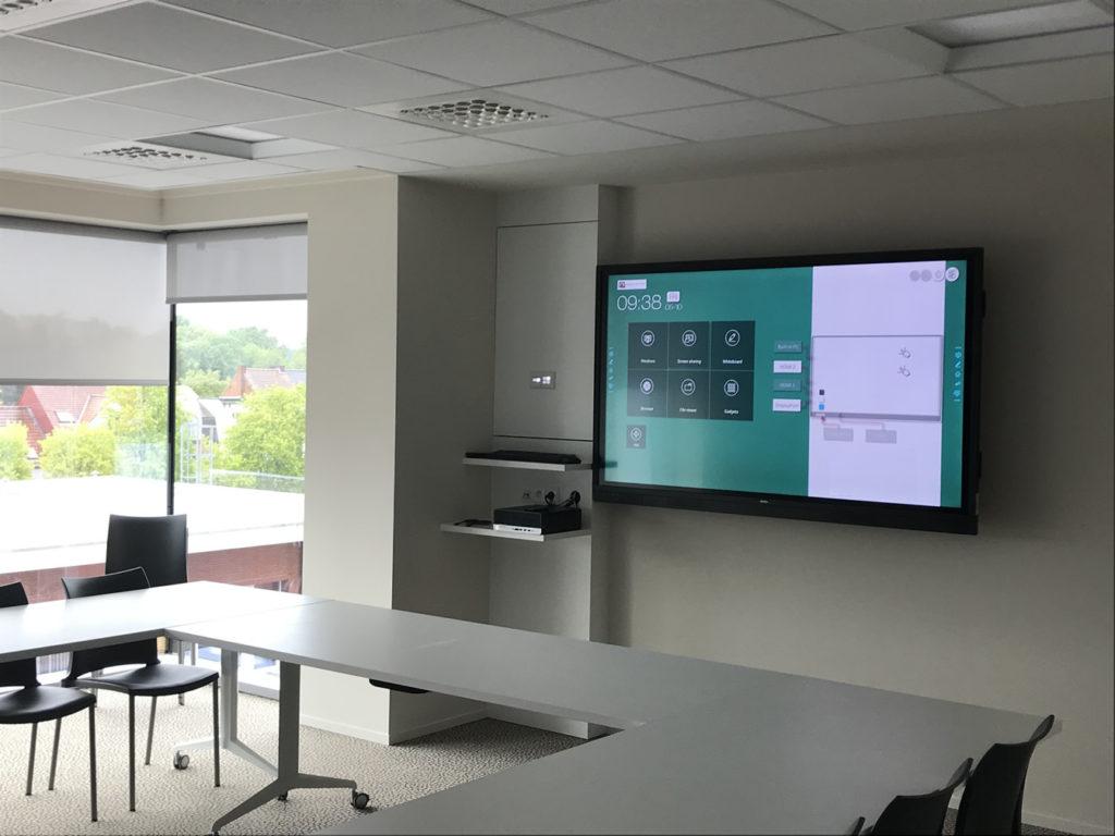 Interactief aanraakgevoelig scherm in vergaderzaal