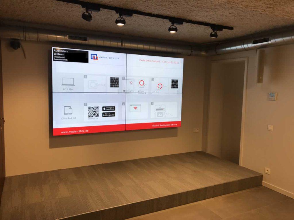 """Multifunctionele presentatieruimte met videowall 2x2 55"""" en Barco ClickShare"""